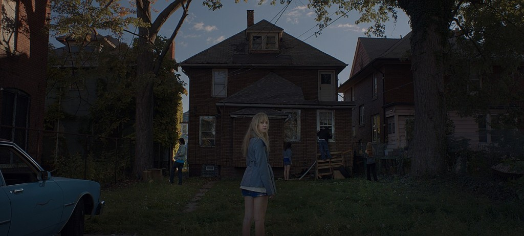 "Maika Monroe, Keir Gilchrist, Olivia Luccardi, Lili Sepe and Daniel Zovatto in ""It Follows."" Photo Credit: RADiUS-TWC."