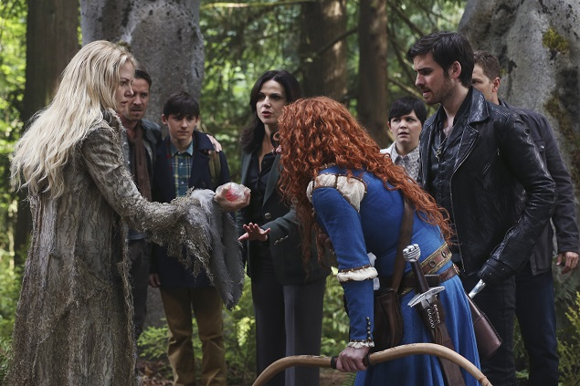 OUAT Season 5, episode 1: Emma Swan (Jennifer Morrison) rips out Merida's (Amy Mason) heart out as she battles the darkness growing inside her. Photo Credit: ABC/Jack Rowand.