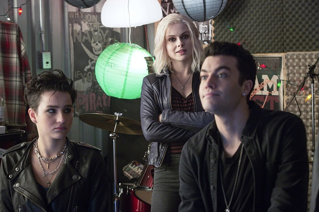 "Pictured (L-R): Bex Taylor-Klaus as Teresa, Rose McIver as Olivia ""Liv"" Moore, and Rhys Ward as Cameron in The CW's ""iZombie."" Photo: Liane Hentscher/The CW. © 2015 The CW Network, LLC. All rights reserved."