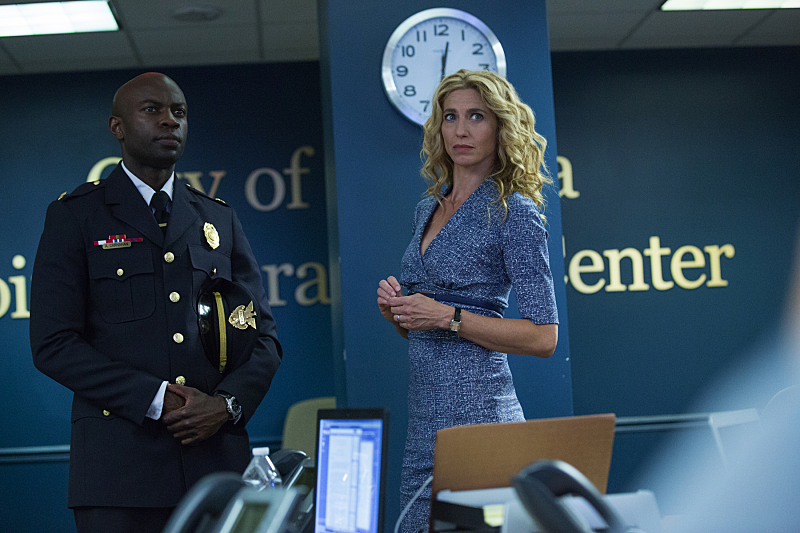 "Pictured (L-R): David Gyasi as Major Lex Carnahan and Claudia Black as Dr. Sabine Lommers in Containment -- ""I To Die, You To Live."" Photo Credit: Bob Mahoney/The CW. © 2016 The CW Network, LLC. All rights reserved."