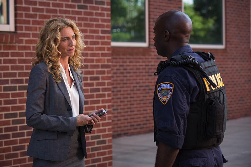 "Pictured (L-R): Claudia Black as Dr. Sabine Lommers and David Gyasi as Lex in Containment -- ""Be Angry at the Sun."" – Photo Credit: Bob Mahoney/The CW. © 2015 The CW Network, LLC. All rights reserved."