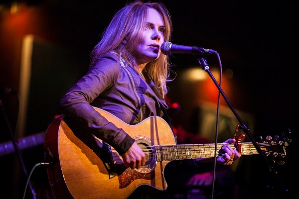 Pictured: Singer-songwriter Mary Fahl. Photo Credit: Lisa Hancock.